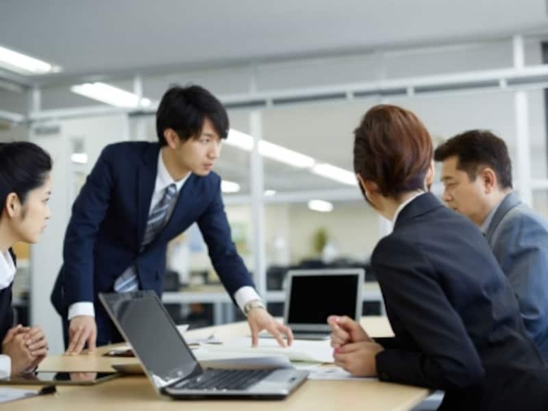 在庫管理システムを活用するには、まず関係部門が集まって現業がどうなっているか分析する