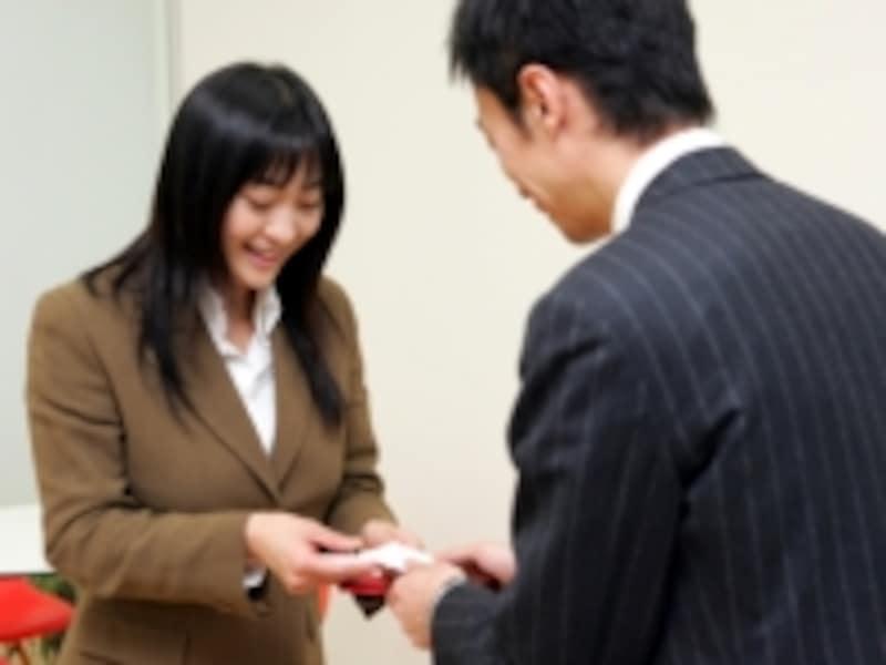 名刺交換におけるビジネスマナー