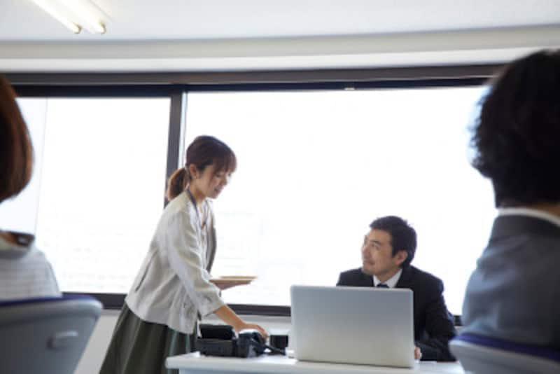 会社の人間関係はたまたま同じ空間で仕事のために居合わせた人。信頼関係を作るために、相手をよく知りそれに合わせたコミュニケーションをとる努力は必須です