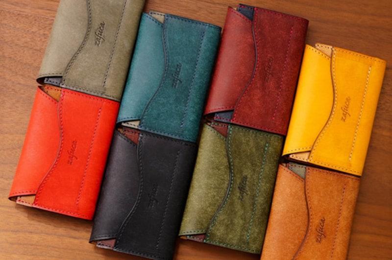素材、色、形もさまざまな名刺入れは、「あなたらしさ」を出せる小物です。くれぐれもお財布が名刺入れ代わりということのないように