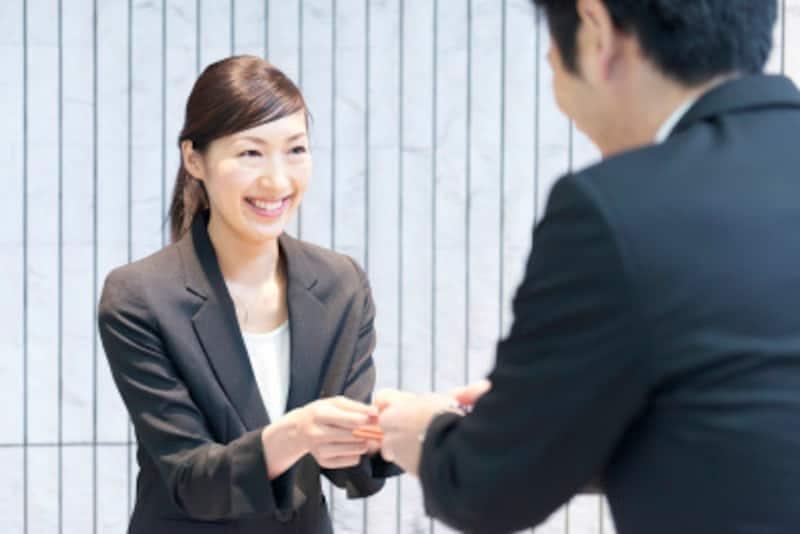 ビジネスの場で自己紹介で好印象を与えるポイント