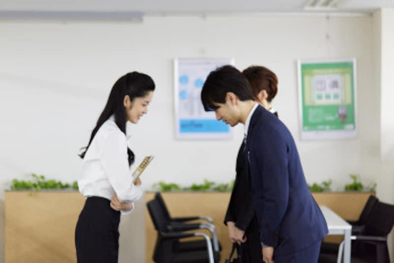 営業マン必須の世間話、話題作りのやり方とは?