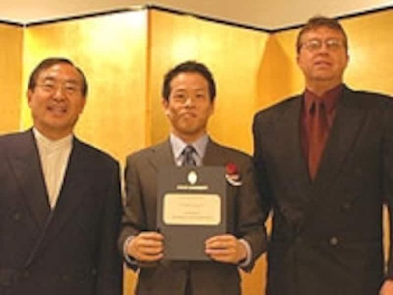 大前研一氏(左)と
