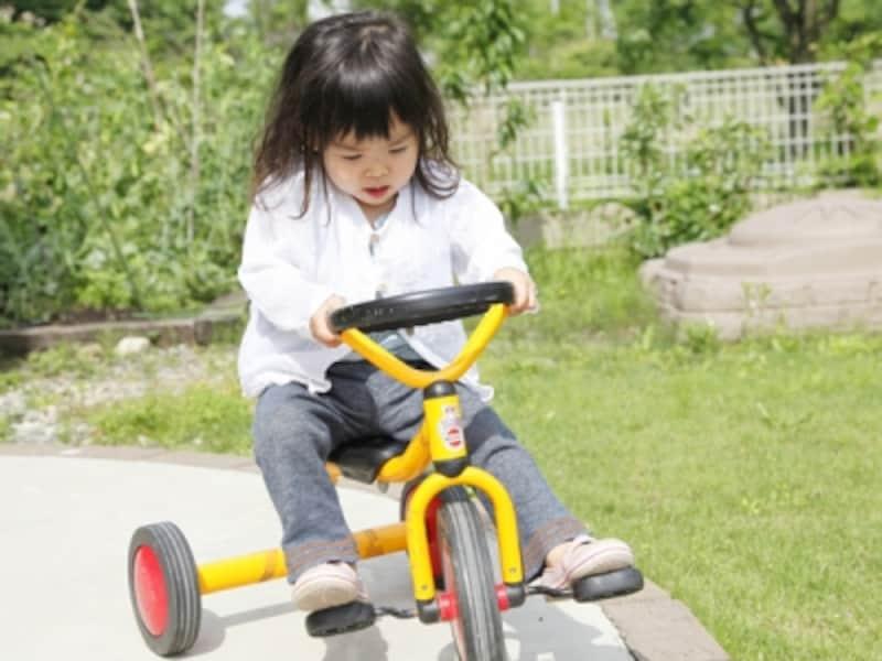 3歳になると、三輪車も上手に乗れるように