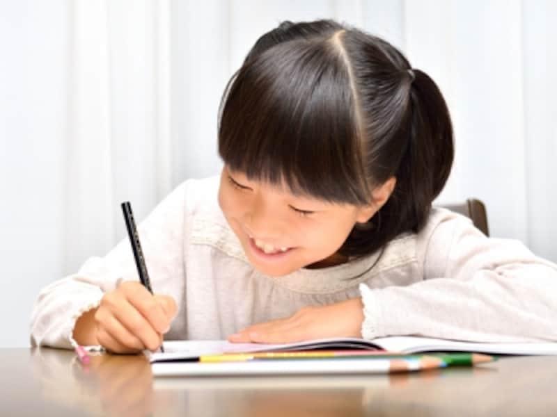 楽しく勉強することが第一ですが、入学前にひらがなの読みと自分の名前は書けるとよいでしょう
