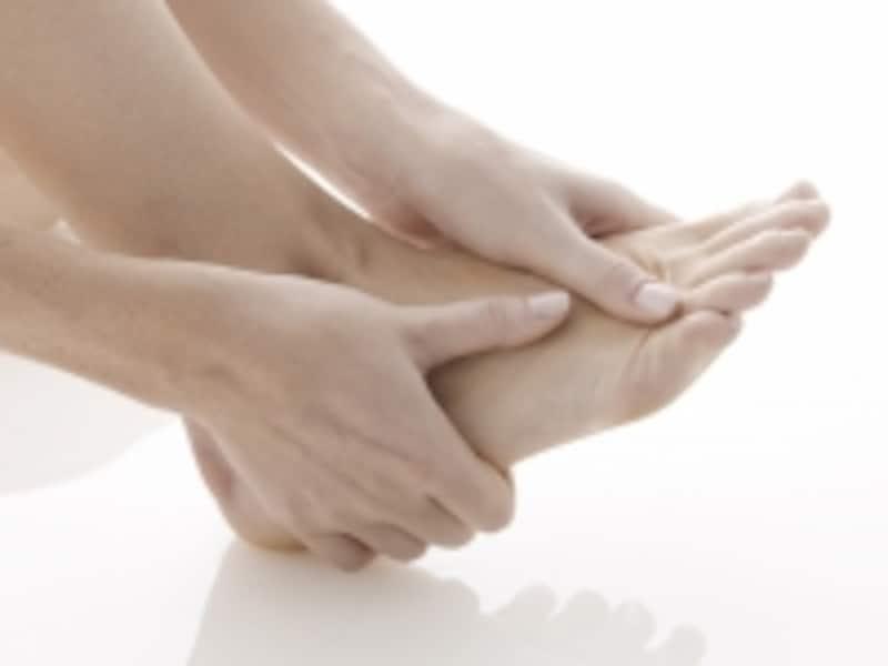親指の付け根が痛い…これって外反母趾?