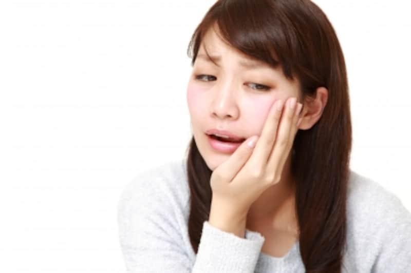 神経を抜いた歯がうずく、痛いときの原因と対処法