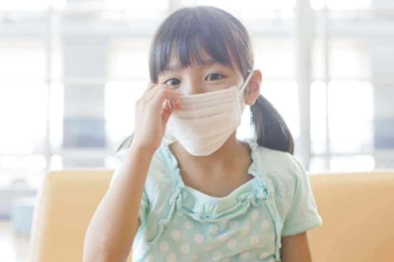 マスクをしている女の子