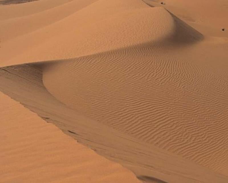 中国の砂漠から偏西風に乗ってきます