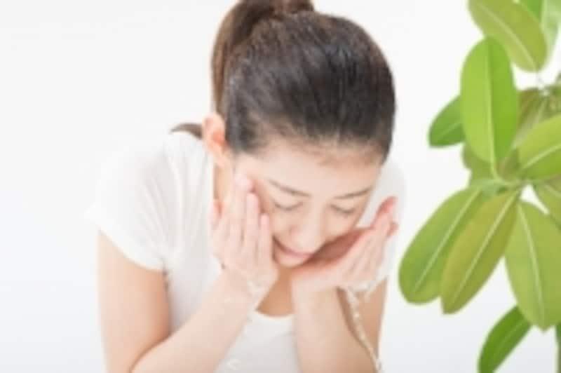 腰の強い痛みが軽減されても再発が怖くなりおじぎ姿勢がとれなくなる人もいます