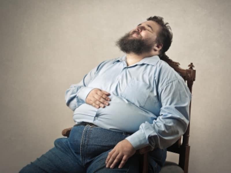 太って悩む男性