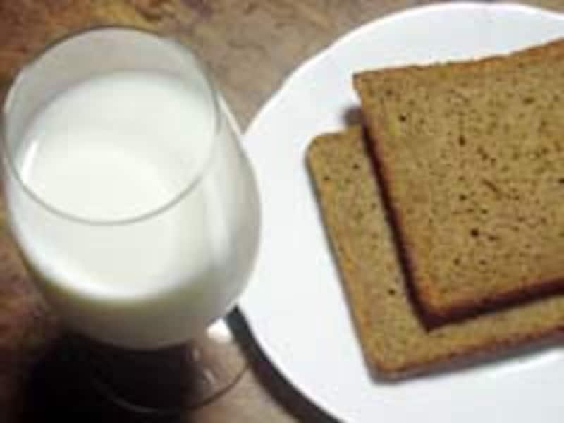 牛乳とパン