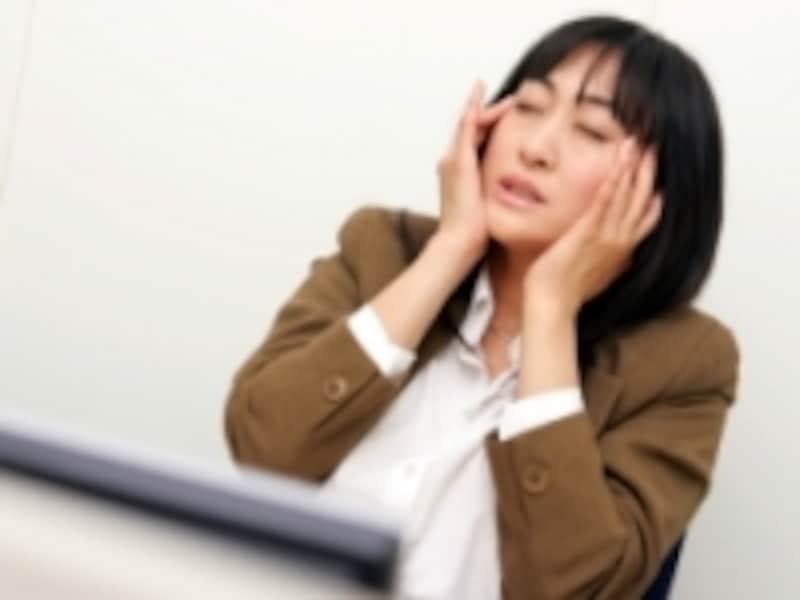 手足が冷たく感じるだけでなく、冷えがひどくなると頭痛や便秘等、様々な症状を引き起こすこともあります。