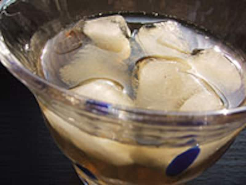 *麦茶は、昔から夏の風物詩。夏バテ防止に役立つ飲み物として経験的に知られていたのですね。
