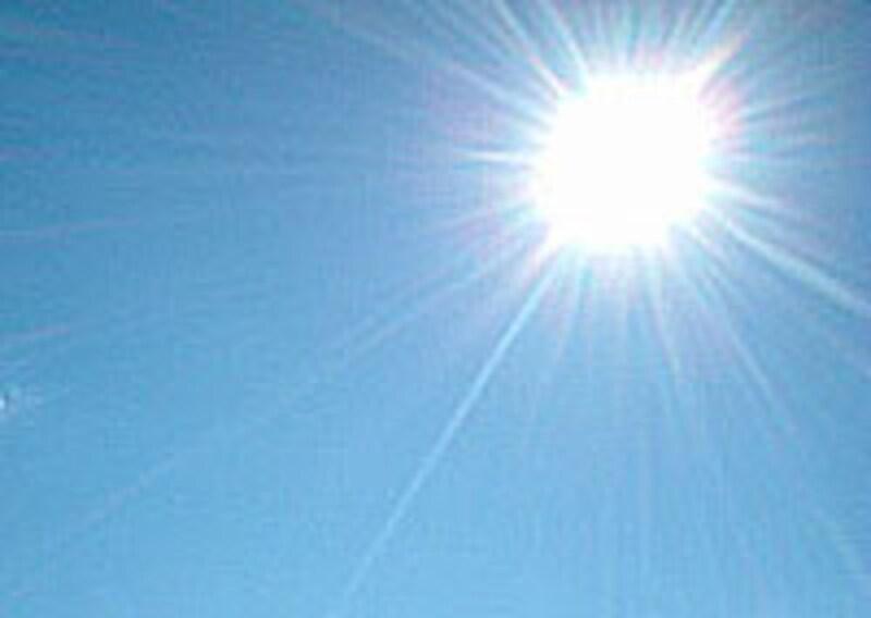 *今年の猛暑に、熱中症で倒れる人も・・・。こまめな水分補給が大切です。