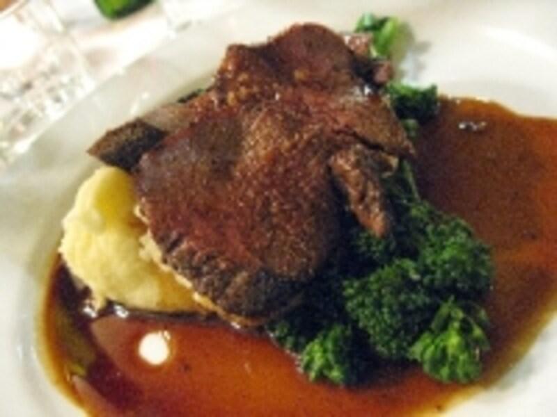 欧米では、鹿肉はジビエ(狩猟肉)のひとつです。