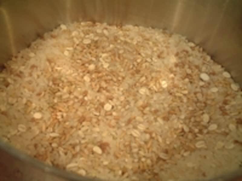 色々な雑穀を混ぜてみるのも楽しい。まずは白米に少し加えるとよいかも。