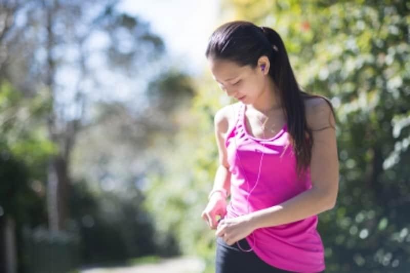 運動の準備をする女性