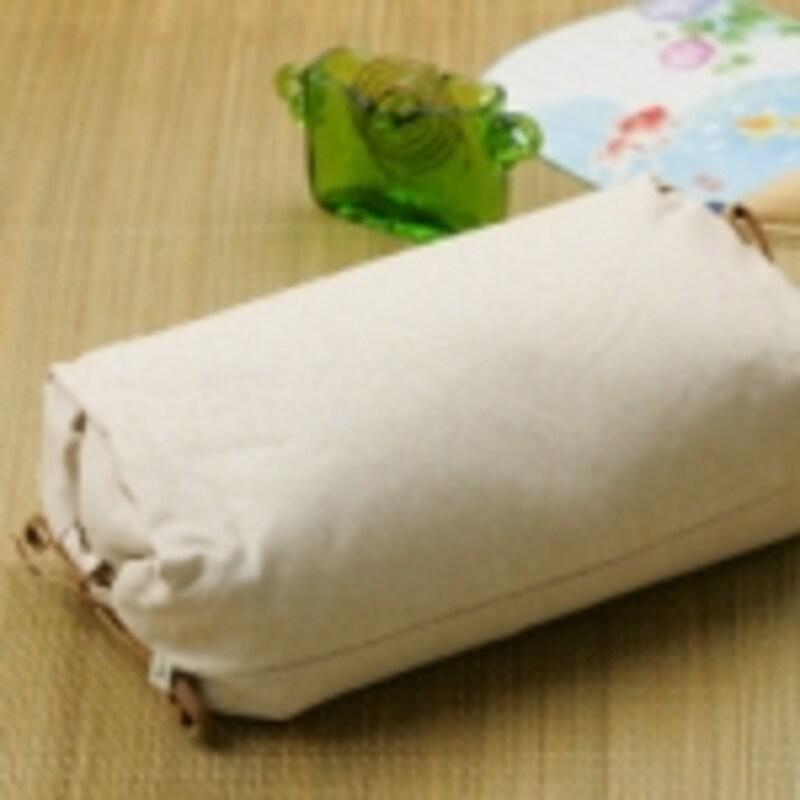和紙の織物をカバー地に使った枕も、通気性は抜群です(STYLESTOREより)
