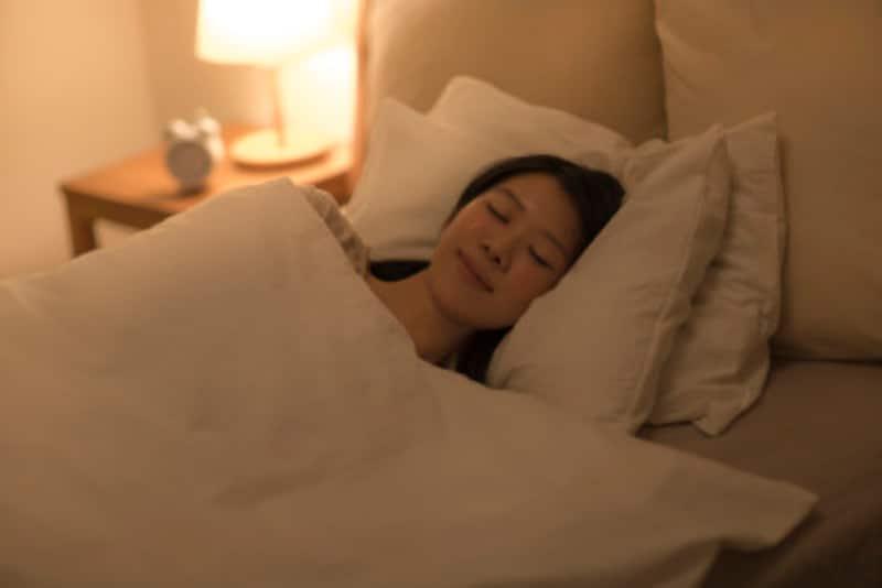深い眠りのときに成長ホルモンが、傷ついた細胞をメンテナンスしてくれます