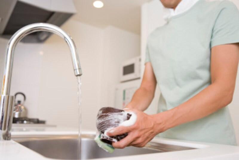 炊事をする女性