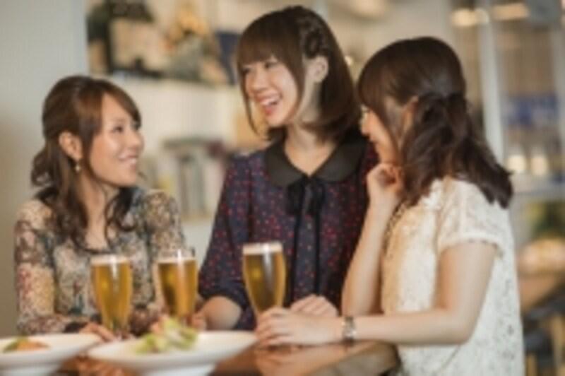 お酒を飲むと太りにくい?でも女性にとってアルコールはいいことばかりではありません