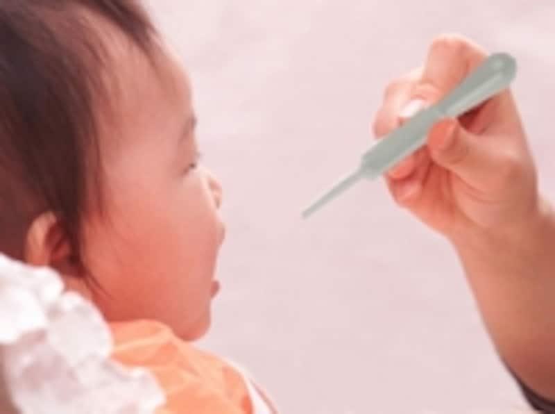 生ポリオワクチンは、口から投与します