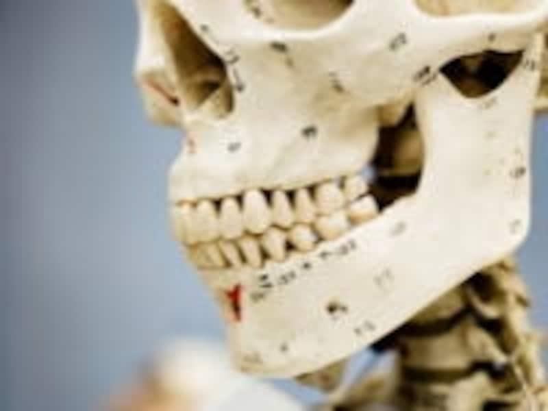 下あごを中心にまれに起こり痛みが強いのが特徴