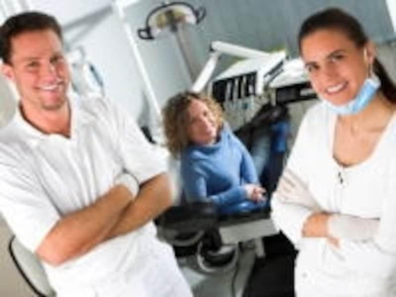 妊娠中の歯の治療は、放置した際のリスクと治療のリスクを比較して優位が認められれば治療を選択する