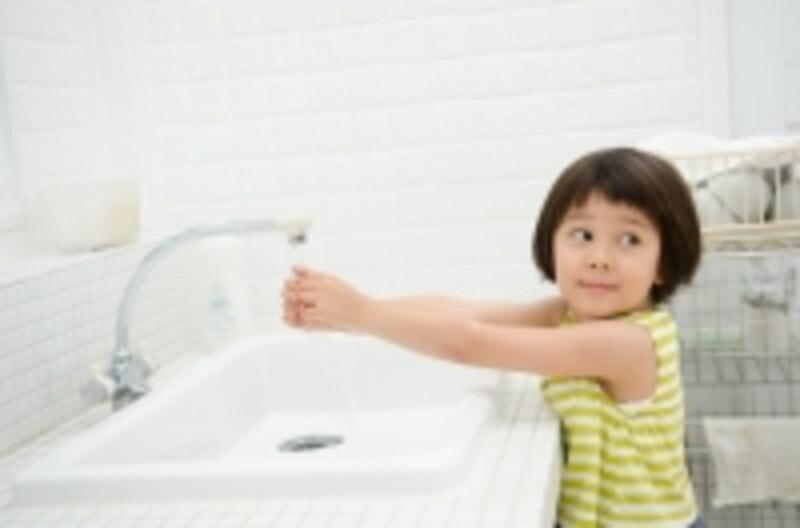 ウイルスによる感染性胃腸炎。下痢の繰り返しによる脱水になりやすいので、気をつけなければなりません