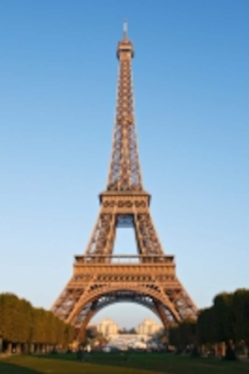 フランスの象徴「エッフェル塔」です。