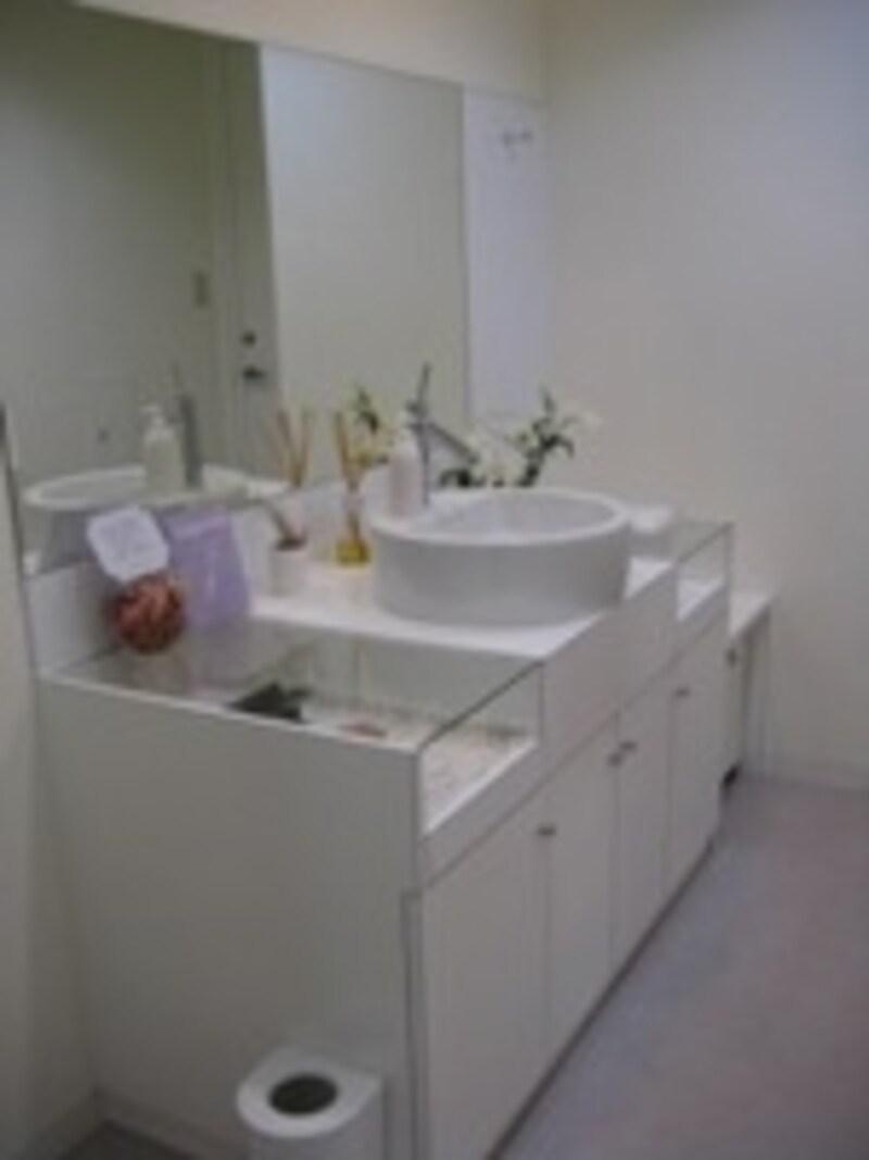 洗面台です。院内はすべて白で統一されており、清潔感あふれます。