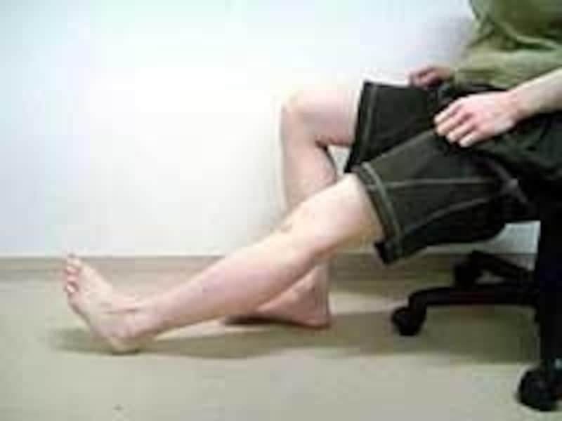 伸ばせる範囲内で膝を伸ばしてみましょう