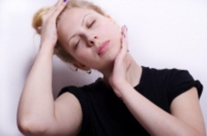 体操を行う際、素早く動かして頸部を痛めないようにご注意ください