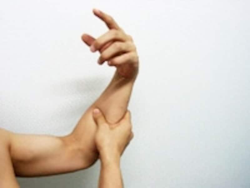 手首をぶらぶらさせながら腕の筋肉に刺激を入れます