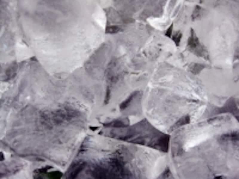 水にくぐらせた氷をビニール袋に入れたアイスバッグも患部の冷却に役立ちます