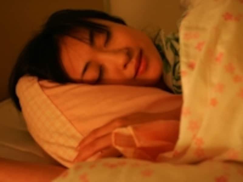 安らかに眠る女性
