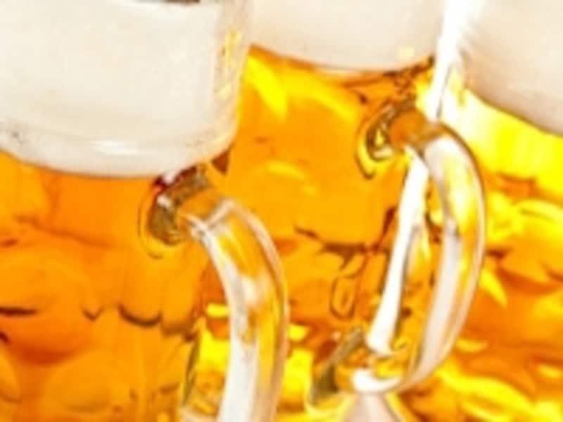 尿酸値が高いのはビールの飲みすぎ、と思われがちですが、すべてのアルコールは尿酸値を上昇させます