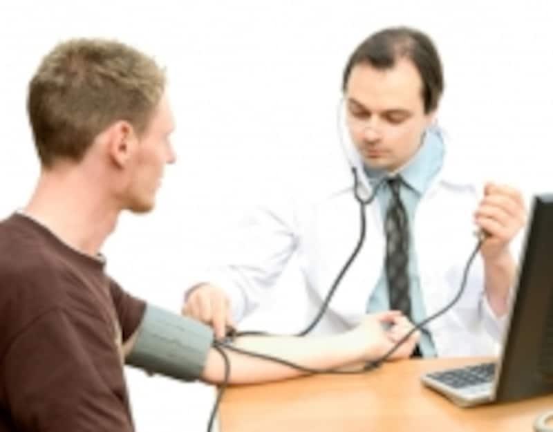 血圧は変動しやすく、医療環境下で血圧が上がる、いわゆる白衣高血圧も