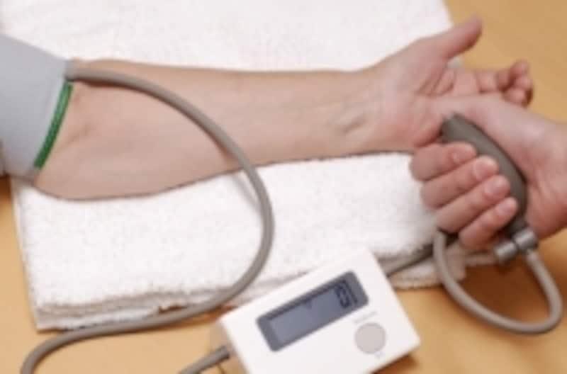 血圧は一度だけでは判断が難しいので、日を変えて繰り返し測定することが大事です。