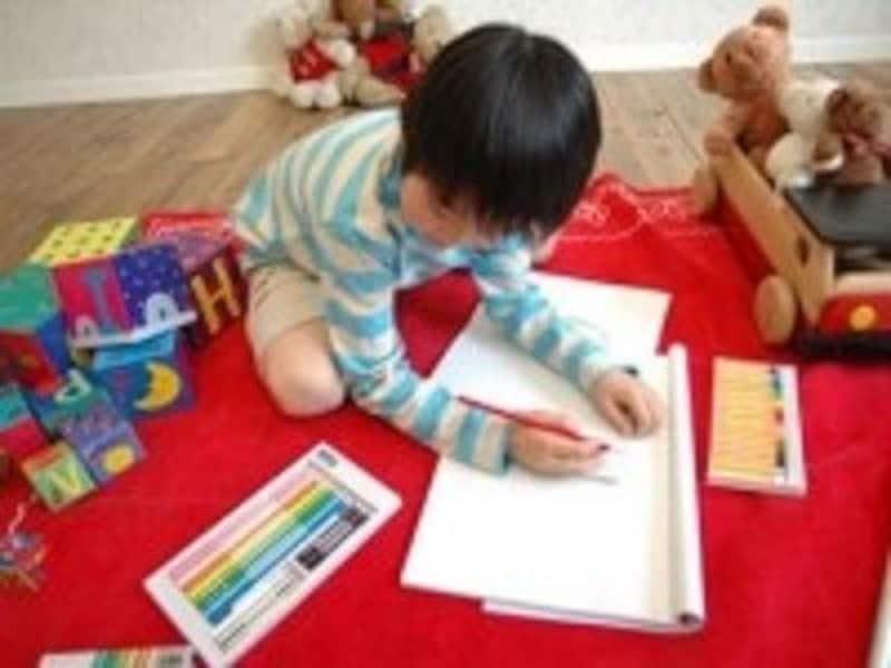 周りの大人は、遊んでいる子どもの観察を。違和感を感じる行動に気づいた時には、病院で検査を受けることも大切