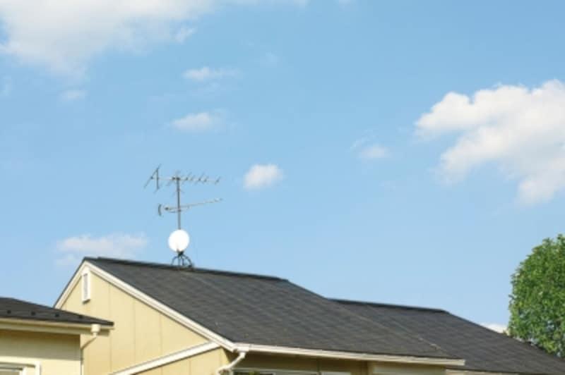 住まいのメンテナンスにおいて、屋根は非常に重要な意味を持つ部分です。見た目だけの問題ではありません。