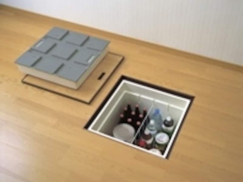 キッチンだけでなく、居室や子ども部屋にまで活用できる床収納。使う頻度の少ないモノを収納するスペースとして非常に有効です。(画像提供:大建工業株式会社)