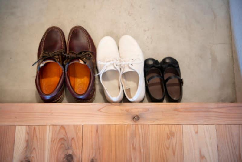 靴箱の奥行きと幅の逆転効果! 玄関収納が充実するアイデア