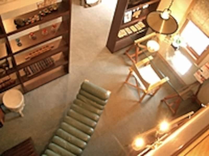 造作本棚で簡単に仕切っただけの書斎スペース[三井ホーム]