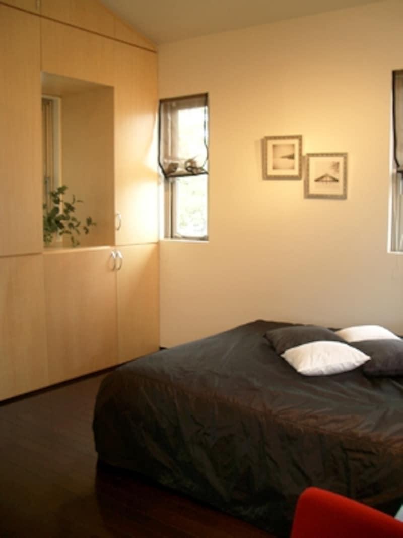 5畳ちょっとでも収納がしっかりついていれば、主寝室として十分に機能が果たせる。(JPホーム)