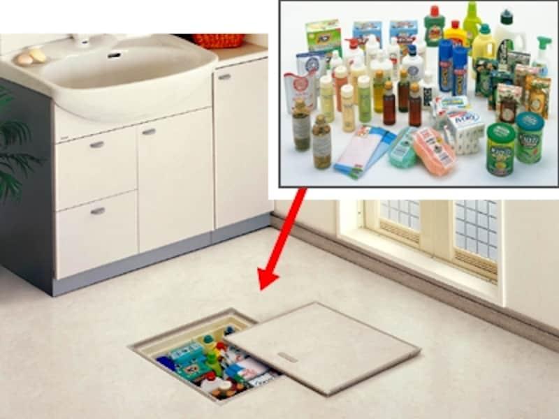 洗面所はストック品などモノが多いので、床下収納を取り付けるリフォームをすれば大活躍。(床下収納/パナソニック)