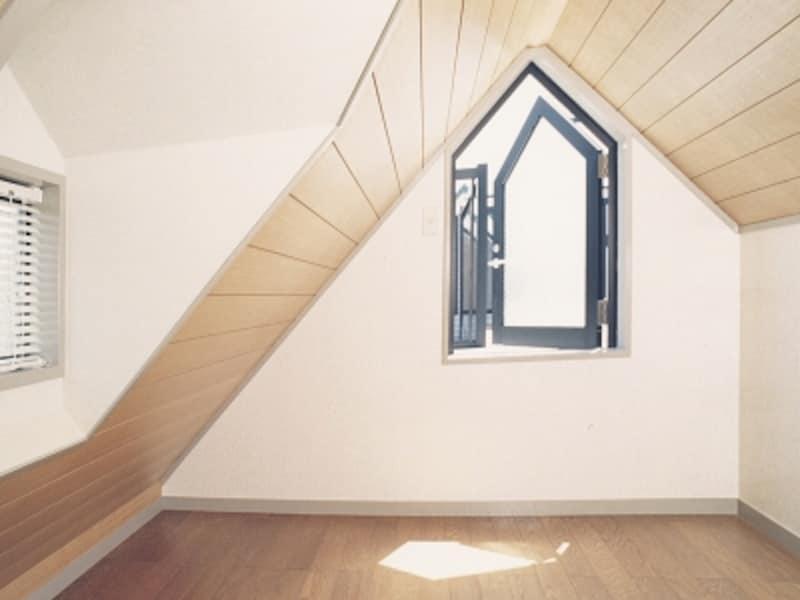 屋根裏の子供部屋拡大