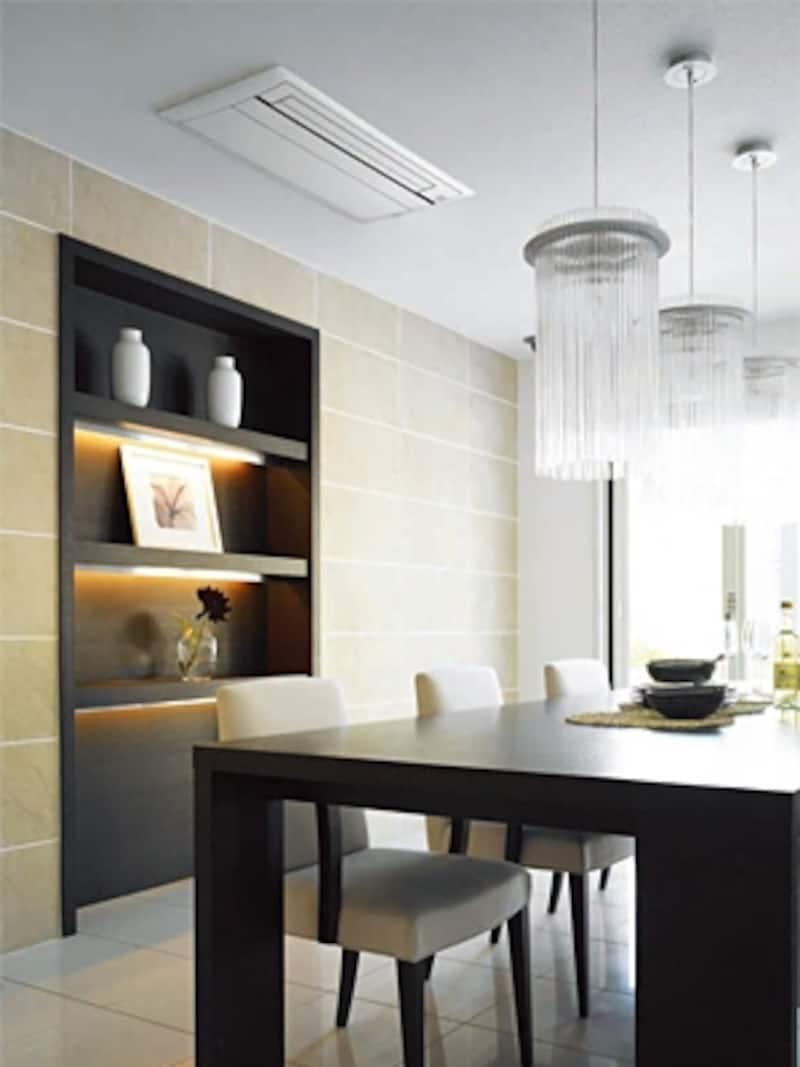 天井面にビルトインする埋め込み型エアコンなら、壁面を有効に生かすことができる[天井埋込カセット型エアコン/ダイキン]