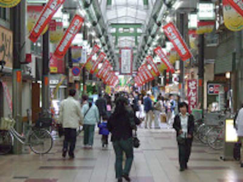 にぎわう商店街